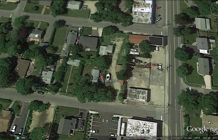 5 Bristol St, Huntington, NY 11743