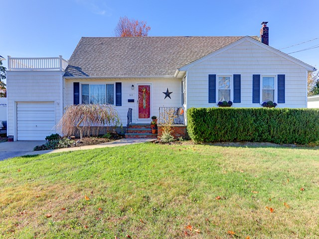 566 CENTER CHICOT AVE, WEST ISLIP
