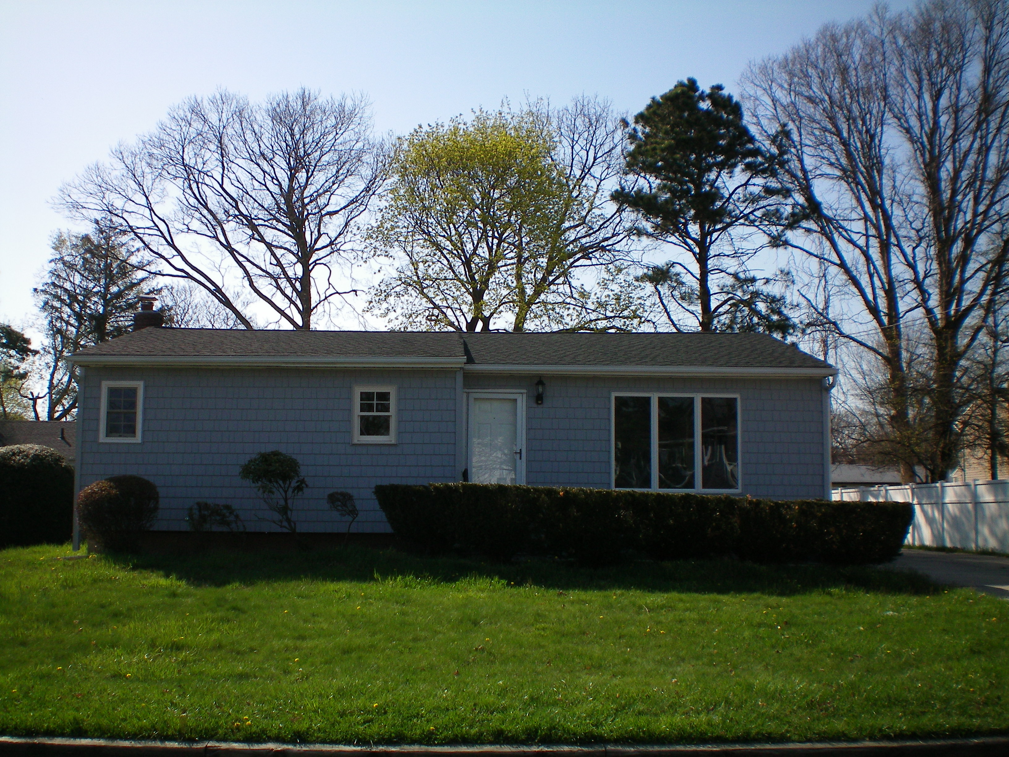 124 Lincoln Ave, Deer Park, NY