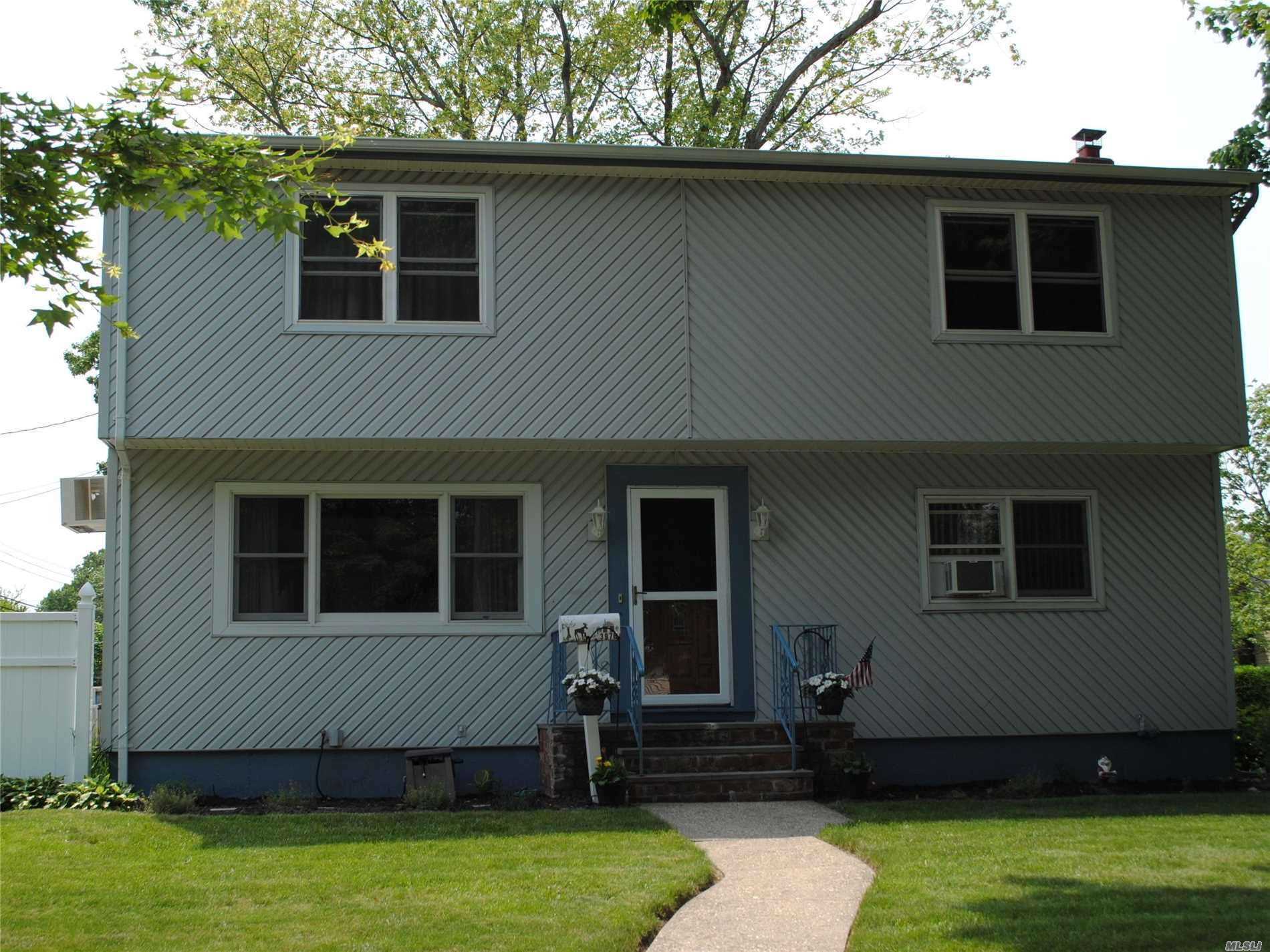 3976 Steven Ct, Seaford, NY 11783